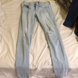 Lightwash Ripped Jeans